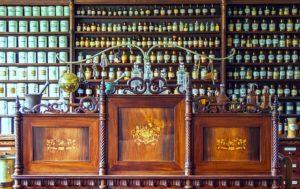 pharmacy-1507122_640